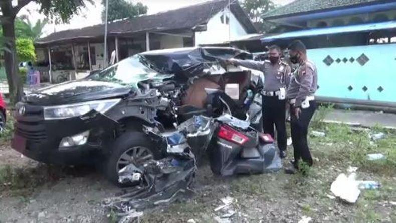 2 Tewas dalam Tabrakan 4 Kendaraan di Tol Semarang-Solo