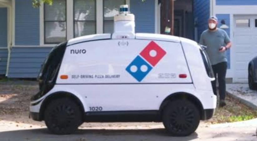 Canggih, Mobil Robot Ini Bisa Antarkan Pizza hingga Depan Rumah