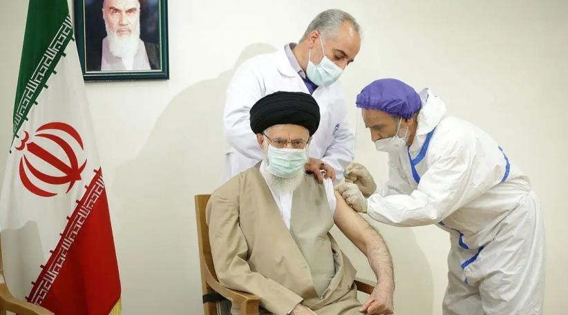 Pemimpin Tertinggi Iran Ali Khamenei Disuntik Vaksin Covid Buatan Dalam Negeri