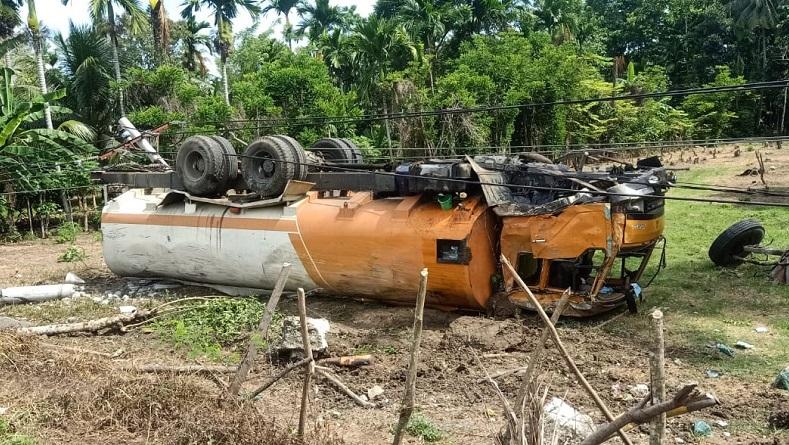 Tabrak Tiang Listrik Truk Tangki Terbalik Di Jalan Banda Aceh Medan Bagian 1