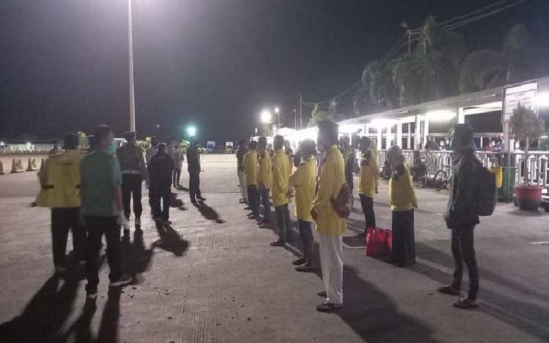 Terkendala Kesehatan dan Administrasi di Jakarta, 40 PMI Tiba di Pelabuhan Lembar