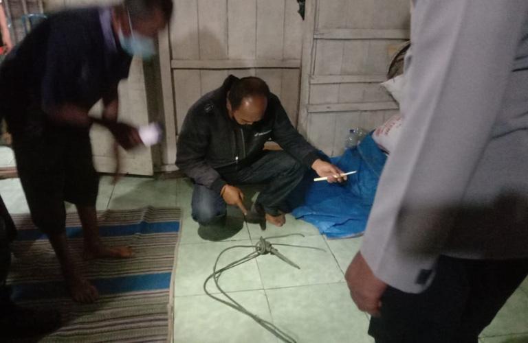 Rembang Gempar,  Seorang Perempuan Ditemukan Tewas Gantung Diri dengan Tali Plastik