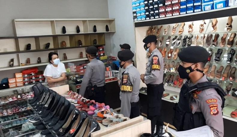 Masih Buka saat PPKM Darurat, Ratusan Toko di Tasikmalaya Ditutup Petugas