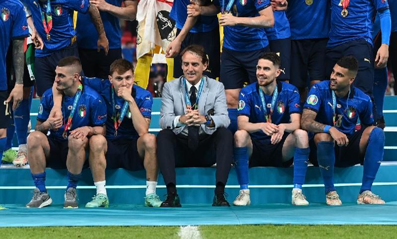 Begini Reaksi Skuad Italia saat Tahu Christian Eriksen Kolaps, Nicolo Barella Sampai Nangis