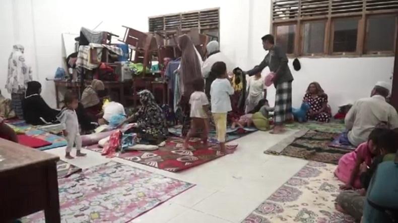 Warga Korban Banjir di Desa Garot Aceh Besar Mulai Mengungsi