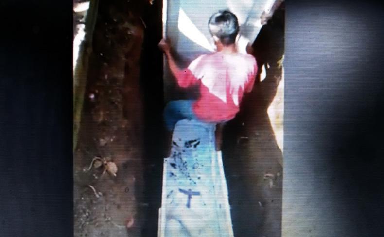 Heboh, Tim Relawan Mengubur Peti Jenazah Covid-19 di Klaten yang Ternyata Kosong