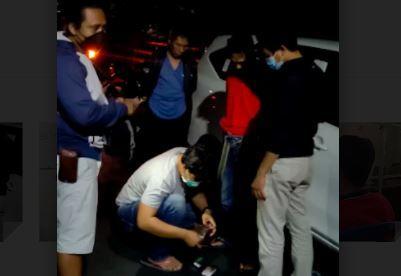 Polisi Gerebek Mobil Kurir Narkoba di Lombok Timur, Ditemukan 25 Gram Sabu