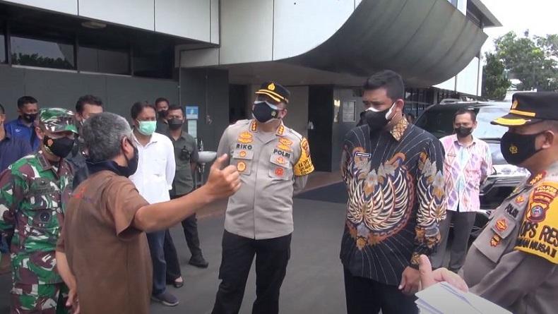 Bobby Nasution Sidak Pabrik Ban di Medan yang Beroperasi di Masa PPKM Darurat