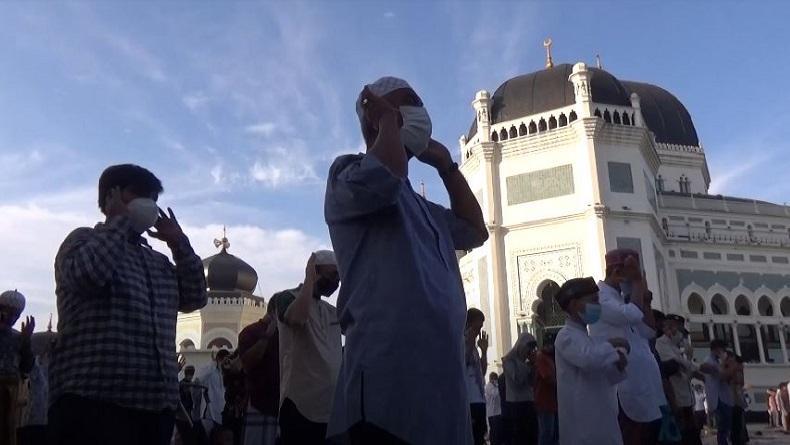 Suasana Sholat Idul Adha di Masjid Raya Medan dengan Protokol Kesehatan Ketat