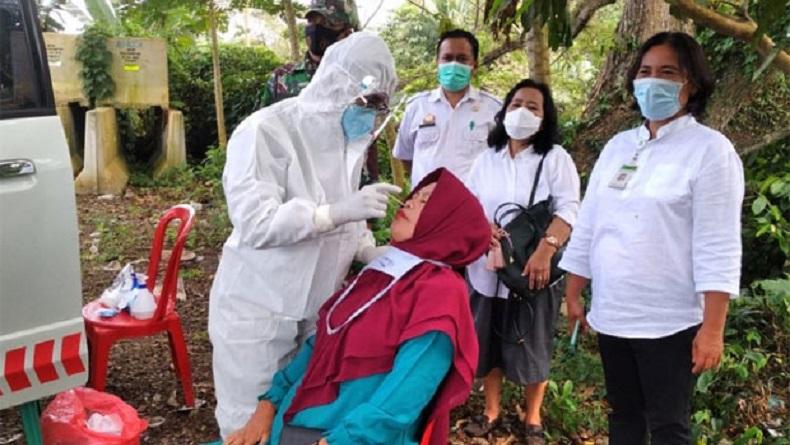 Cegah Penularan Covid, Warga Melintas di Perbatasan Pinrang-Sulbar Dites Swab Antigen