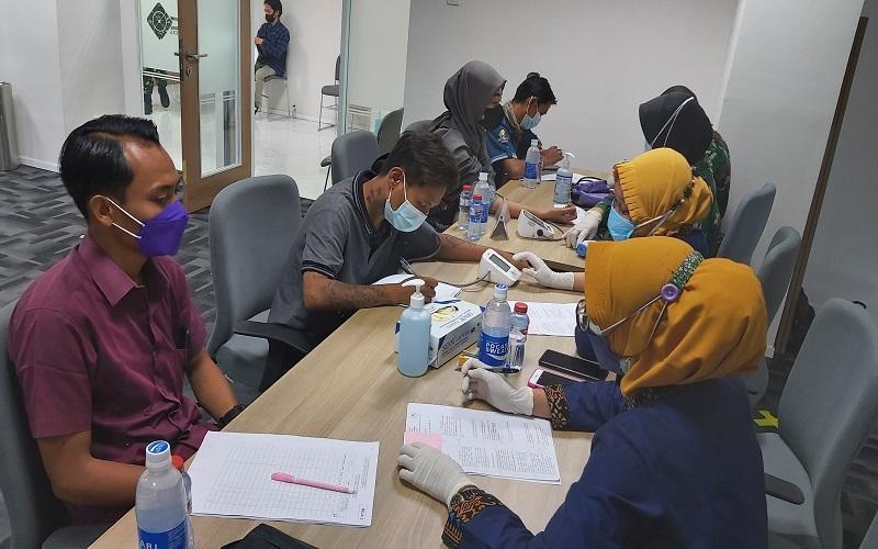 Ratusan Warga Antusias Ikuti Vaksinasi yang Digelar MNC Group dan Kodam V Brawijaya