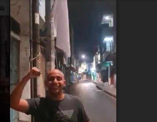 Warga Surabaya Ramai-Ramai Kibarkan Bendera Putih Imbas PPKM Darurat