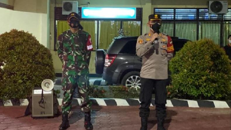 TNI-Polri Gandeng Ormas Patroli Skala Besar di Enrekang, Sekaligus Berbagi ke Warga