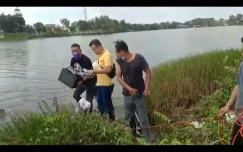Cari Brankas Apotek yang Dicuri, Polisi Menyelam ke Dasar Danau OPI Palembang
