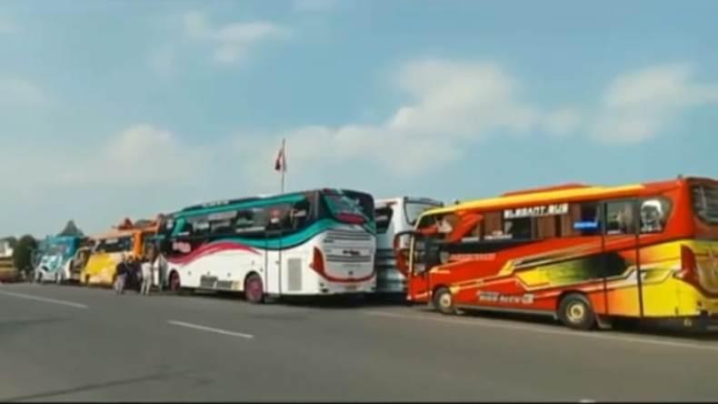 Pemilik Bus di Banyumas Kibarkan Bendera Putih Protes PPKM