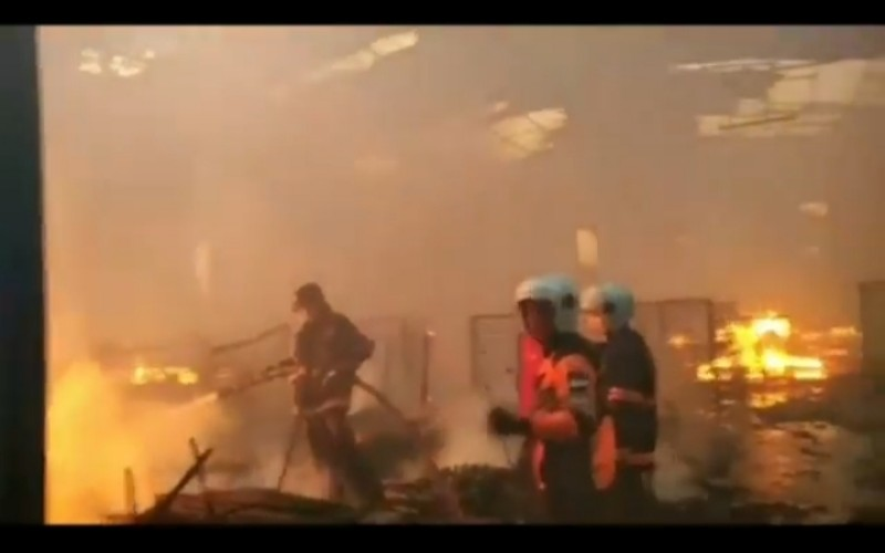 Pabrik Pengolahan Kayu di Sako Palembang Terbakar, Warga Panik