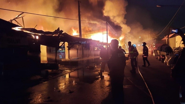 Update Kebakaran Puluhan Kios Pedagang di Bekasi, Sumber Api dari Tumpukan Rongsokan