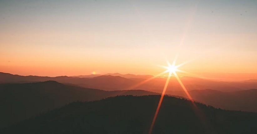 Mengenal Surya Pethak, Fenomena Sinar Matahari Memutih