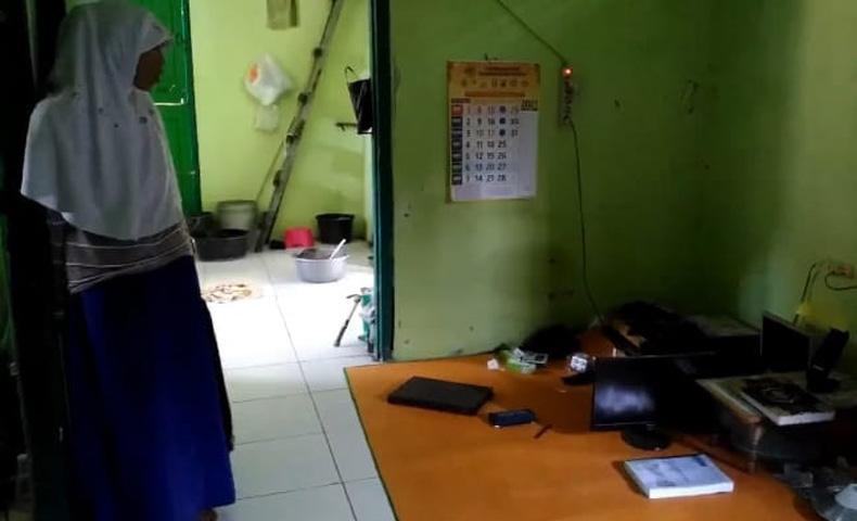 Istri Kaget Tak Mendapati Sandal di Musala, Ternyata Suaminya Ditangkap Densus 88