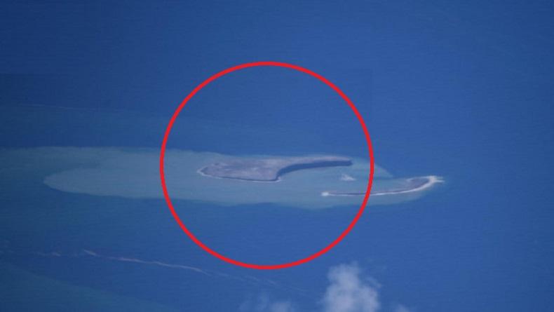 Pulau Baru Berbentuk Bulan Sabit Muncul Usai Gunung Api Bawah Laut Meletus