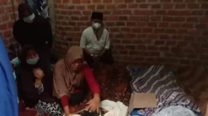 Tragis, Sekeluarga Tewas Tersambar Petir saat Berteduh dari Hujan di Gubuk Persawahan