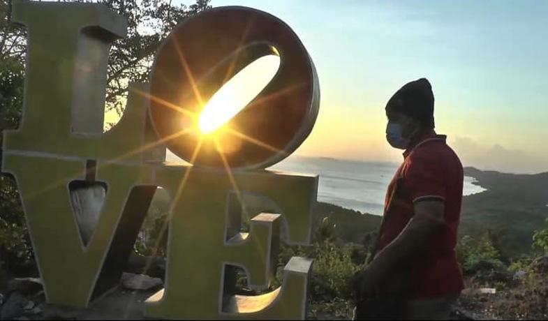 Menikmati Keindahan Panorama Senja di Bukit Love Karimunjawa