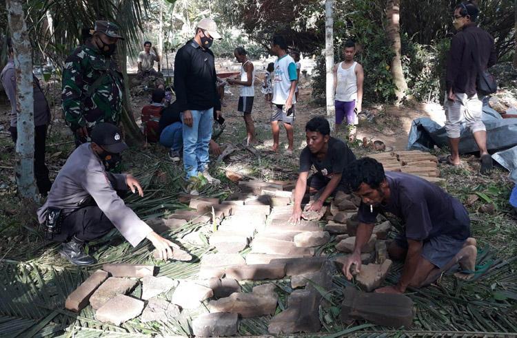 Warga Papak Kulonprogo Temukan Batuan Kuno di Areal Makam Ledhek Simplek