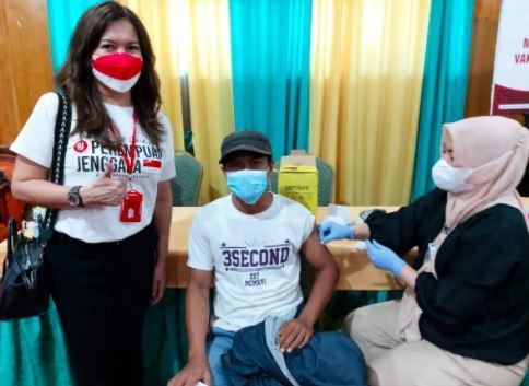 Cegah Penyebaran Covid-19, Perempuan Jenggala Vaksinasi 1.000 Orang di Bandarlampung