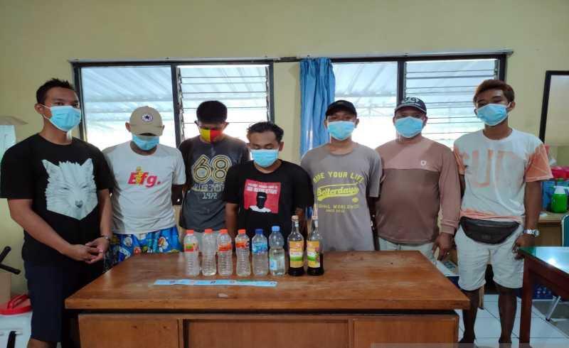 Asyik Pesta Miras di Balai Kampung, 7 Warga Solo Ditangkap Polisi