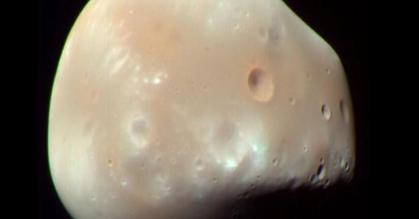 Perseverance Abadikan Deimos, Bulan Mars dengan Bentuk Tak Beraturan