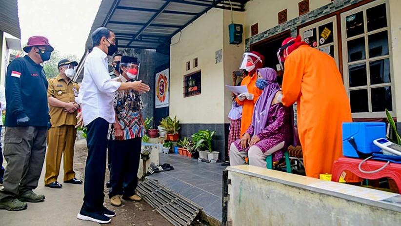 Senang Lihat Warga Antusias Ikut Vaksinasi, Jokowi : Harapan Kita Bisa Kendalikan Covid