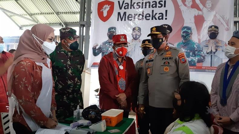 Tinjau Vaksinasi di Kawangkoan dan Langowan, Kapolda Sulut: Prokes Harus Tetap Jalan