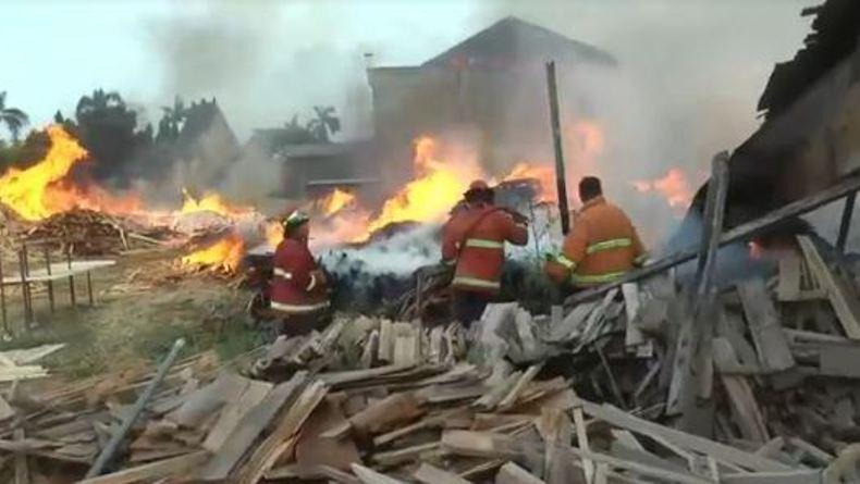 Gudang Kayu Mebel Terbakar di Jepara, Kerugian Ditaksir Miliaran Rupiah