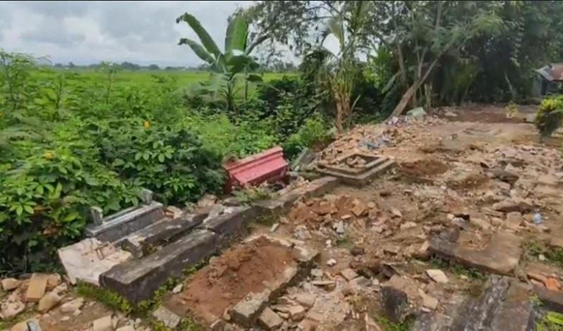 Puluhan Makam di Banyuwangi Hancur Dirusak Orang Tak Dikenal