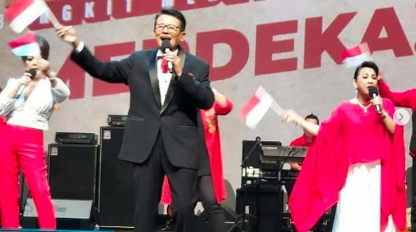 Penyanyi Legendaris Koes Hendratmo Tutup Usia