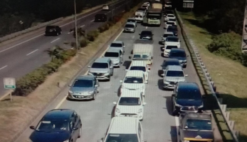 Ganjil Genap di Pintu Masuk Bandung, Kendaraan Macet hingga 4 Km di Tol Pasteur
