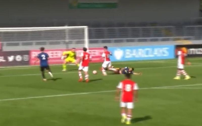 Cetak Gol Cantik, Pemain Muda Arsenal Pecundangi Dua Pilar Senior Man United