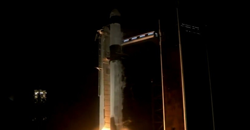 SpaceX Berhasil Luncurkan Kru Sipil Pertama ke Luar Angkasa