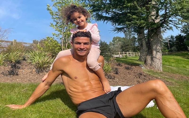Terganggu Suara Domba, Cristiano Ronaldo Putuskan Pindah Rumah