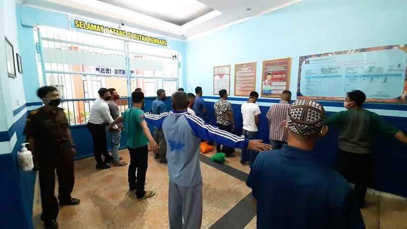 Kejari Eksekusi 13 Orang ke Rutan Rembang terkait Kasus Pengeroyokan Nelayan dan Perusakan Kapal