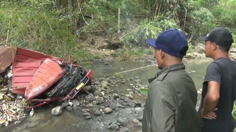 Truk Boks Terjun ke Sungai di Brebes, Sopir Tewas Tergencet
