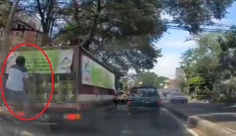 Viral, Pria Nekat Ambil Elpiji dari Truk di Bandung, Netizen Malah Salahkan Perekam