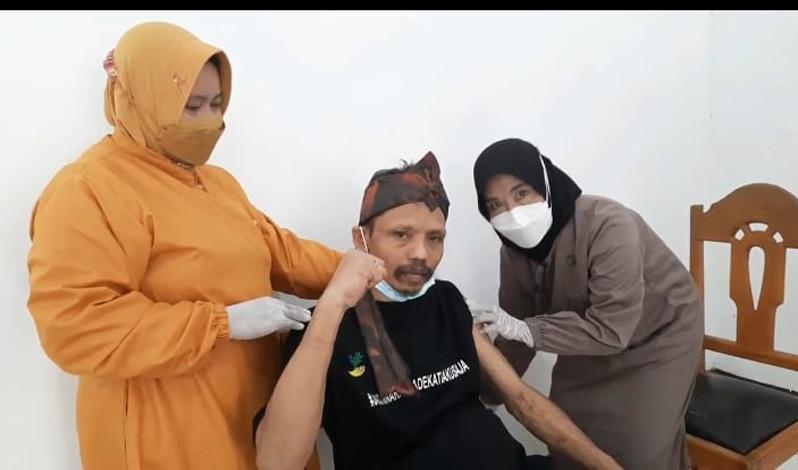 Momen saat Sumanto Divaksin Covid, Dikira untuk Kesehatan Jiwa