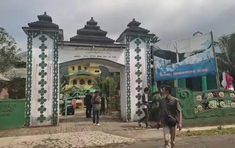 Heboh Munculnya Kerajaan Angling Dharma, Ada Istana dan Bangunan Gudang Duit