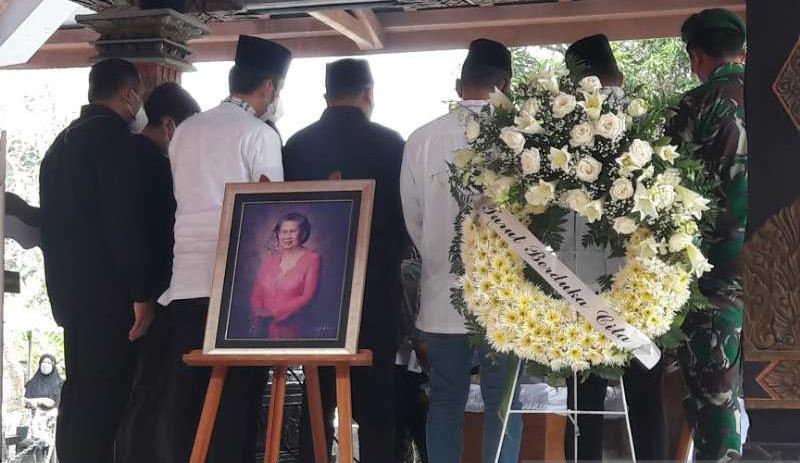 Jenazah Mertua SBY Dimakamkan di Samping Sarwo Edhie Wibowo