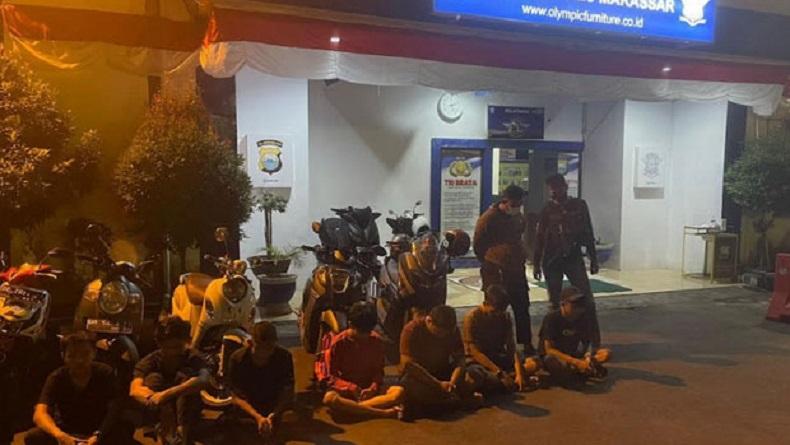 2 Polisi Tertabrak Mobil saat Bubarkan Aksi Balap Liar di Makassar