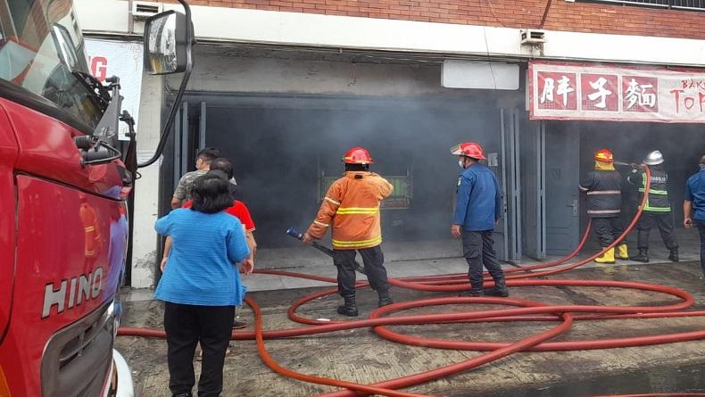 Rumah Makan Bakmi di Jalan Sutomo Medan Ludes Terbakar