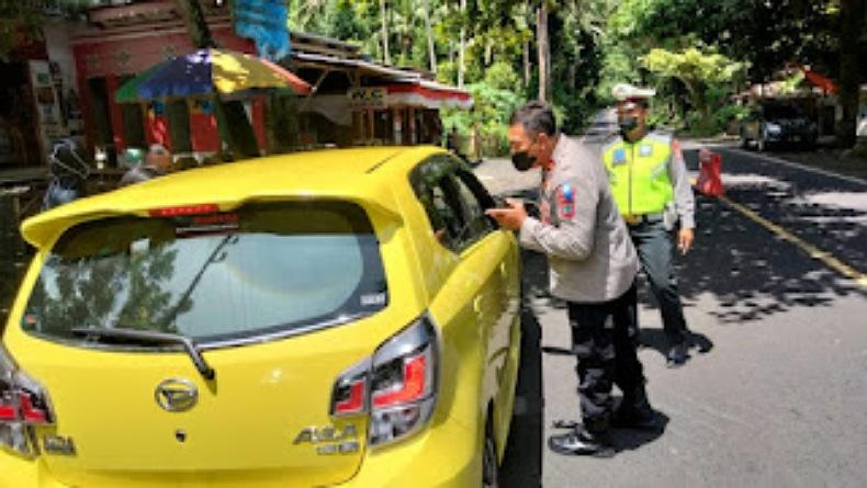 Puluhan Kendaraan Diminta Putar Balik di Pos Penyekatan Pengucapan Minahasa Selatan