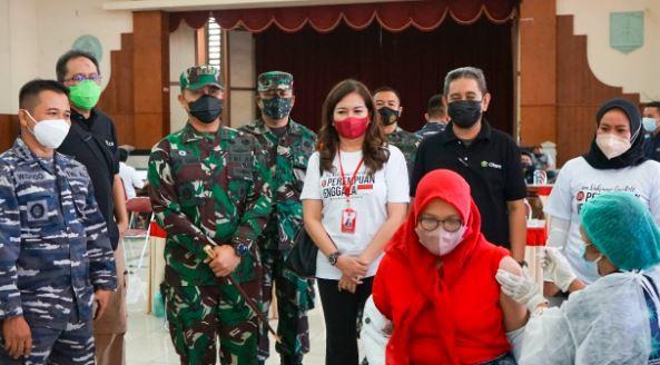 TNI AL Koarmada II Gandeng Perempuan Jenggala Gelar Serbuan Vaksinasi di Gresik