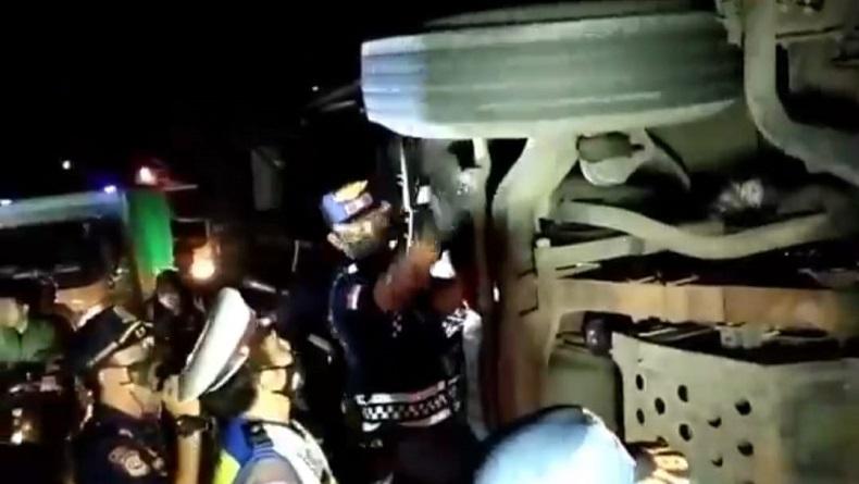 Pascakecelakaan di Jalan Raya Cianjur-Sukabumi, Polisi: Rem Truk Tronton Bagus